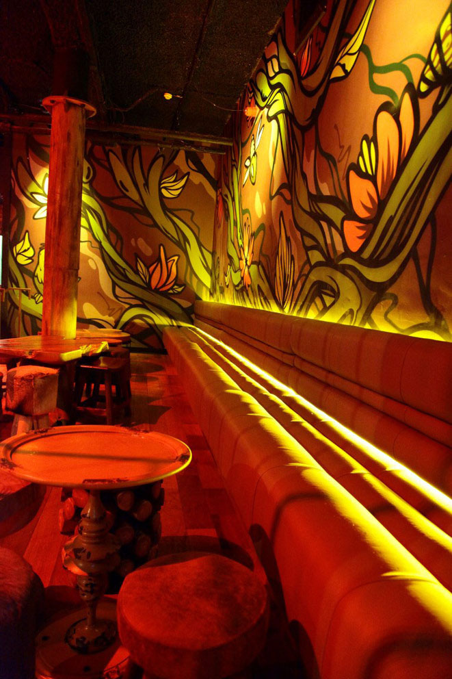The faux rusted columns to the interior of the nightclub decorated by the Devlin In Design artisans help to compliment the internal wall art of graffiti artist Dan Leo.