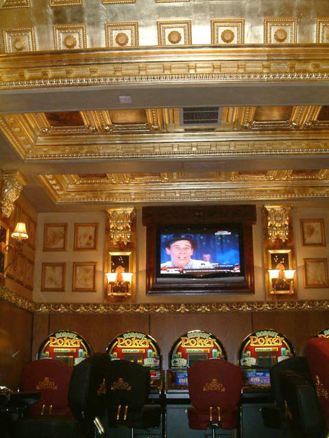 The gilding, specialist decorating and decorative painting carried out for the interior of the casino, was carefully carried out by our team of artisans.